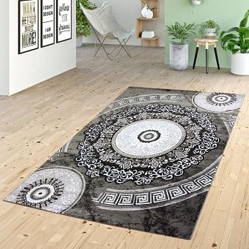 Las alfombras con mandalas de gran tamaño son ideales para el salón