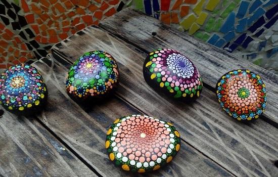 Descubre cómo pintar mandalas en piedras