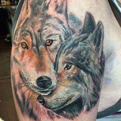 tatuajes de lobos con mandalas