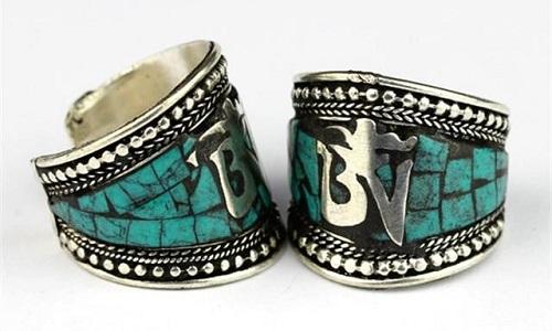 Sal de lo cotidiano y apuesta por unos anillos tibetanos, budistas o con diseños de Buda