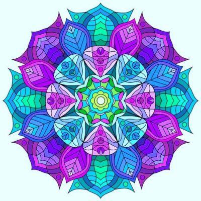 mandala coloreada en tonos azules y morados