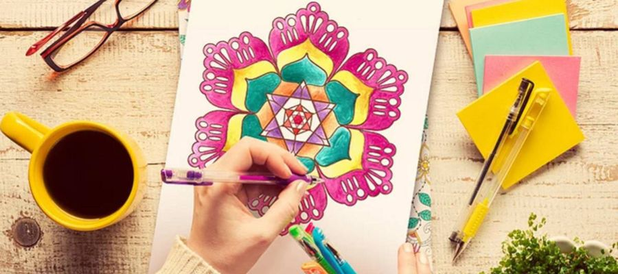 Pintar mandalas fomenta la creatividad, la originalidad y sirve para relajarse